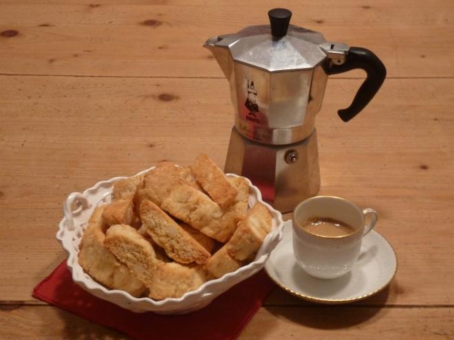Cantuccini mit Espresso u. Kanne