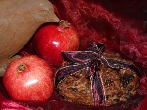 Vogel, Granatapfel, Früchtebrot