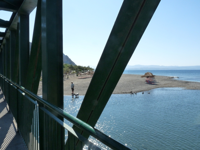 Meer durch Brücke
