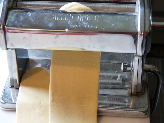 Nudelmaschine mit Teig