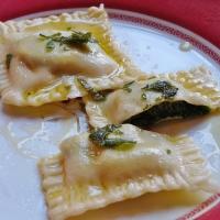 Handmade Pasta ! Mit Spinat gefüllte Ravioli