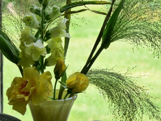 gelbe Blumenvase