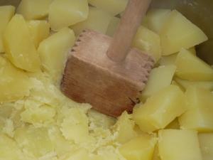 Kartoffeln stampfen