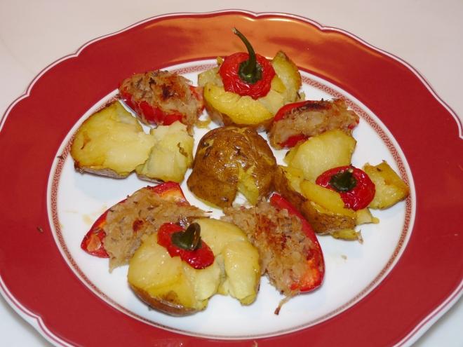 Teller mit Kartoffeln und Paprika