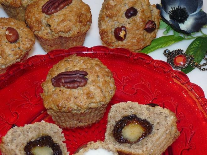 Teller mit aufgeschnittenem Muffin