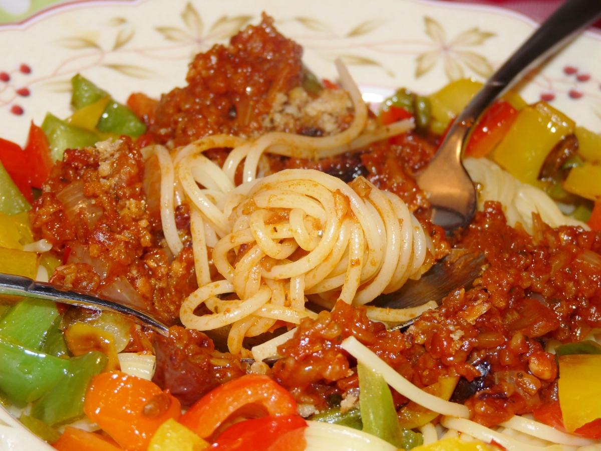 Spaghetti vegan a la Bolognese - oder auch Grünkern-Tomatensauce mit Nudeln