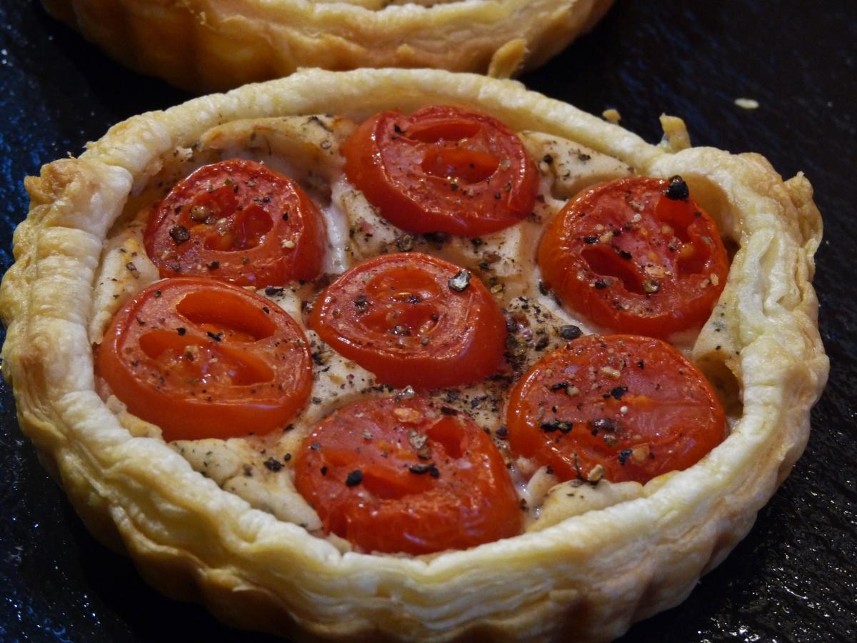 Mini-Quiche: Tomaten auf weißer Bohnencreme - himmlisch saftig