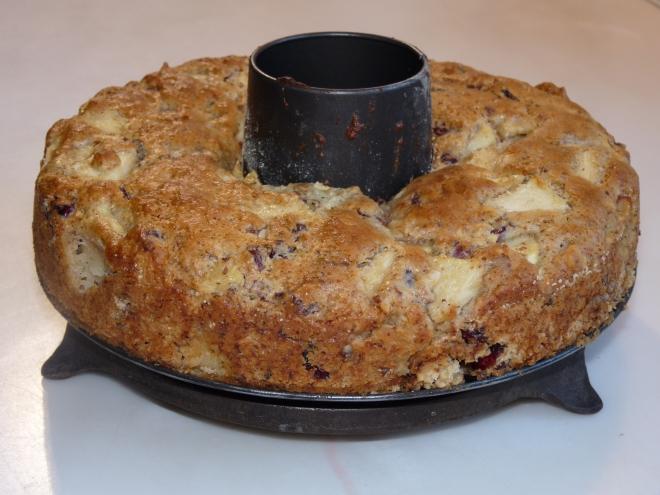 Kuchen halb aus der Form