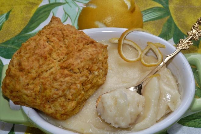 Scone mit Lemon Curd