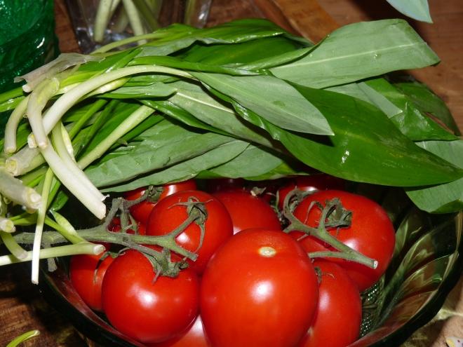 Bärlauch und Tomaten