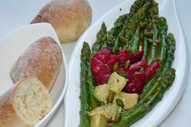 Brötchen und Salat