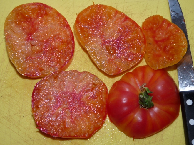 aufgeschnittene Ochsenherz-Tomate