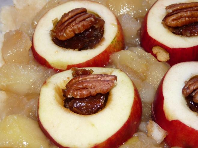 Apfel mit Dattel und Nuss