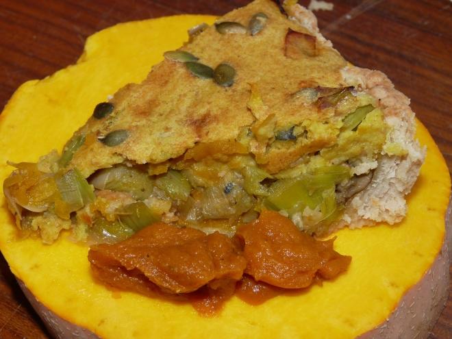 Stück Pie auf Kürbisscheibe