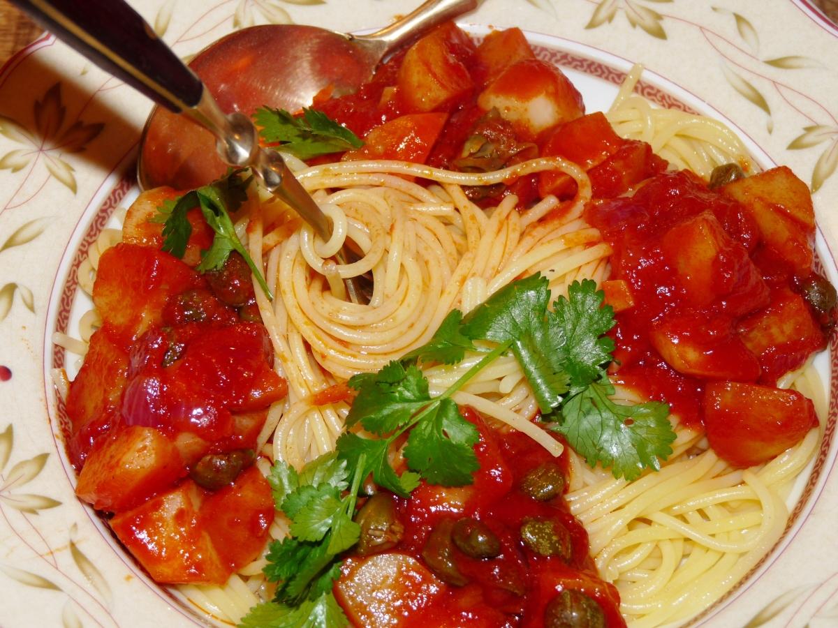 Für alle Kapern-Liebhaber: Spaghetti alla puttanesca mit Topinambur