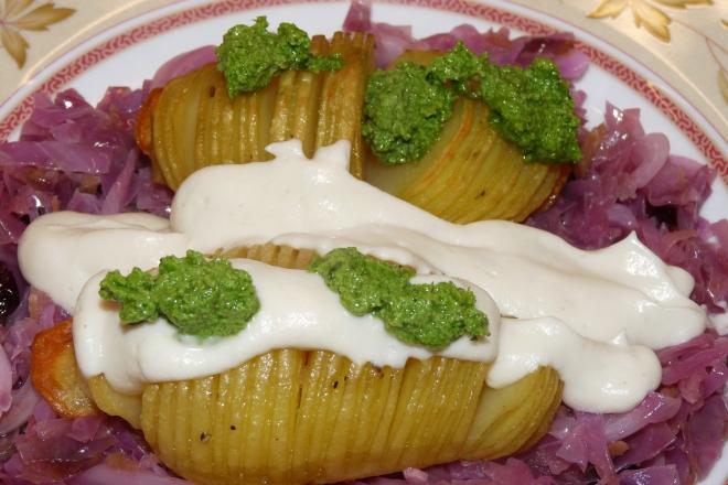 Fächerkartoffeln und Gemüse