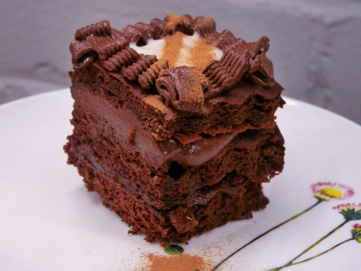 Einstimmung auf die Adventszeit: Drei-Schichten-Brownie mit Schokomousse und Orangengelee