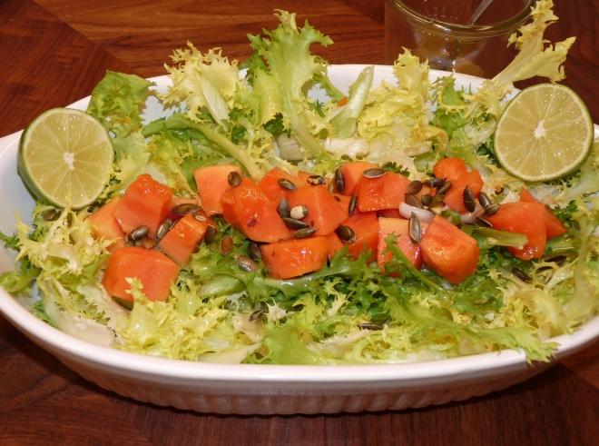 Schale mit Salat